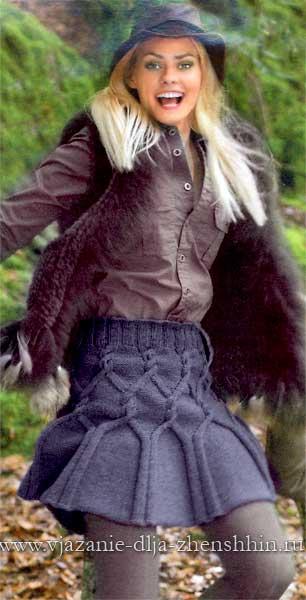 Короткая вязаная юбка спицами