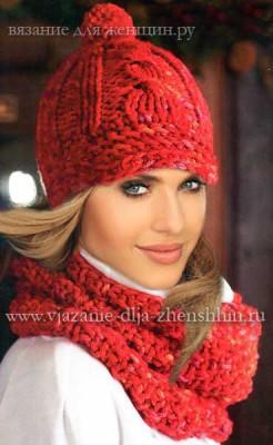 Женская вязаная кепка и шарф-хомут