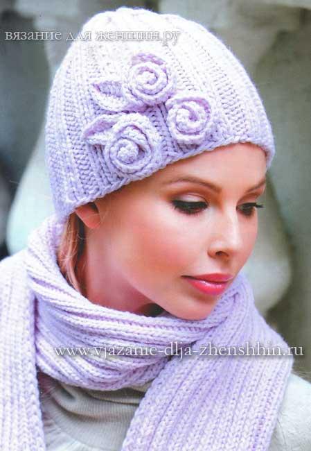 Вязаная шапка с цветами и шарф